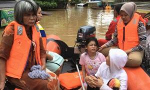 Evakuasi Banjir PMI banjar1